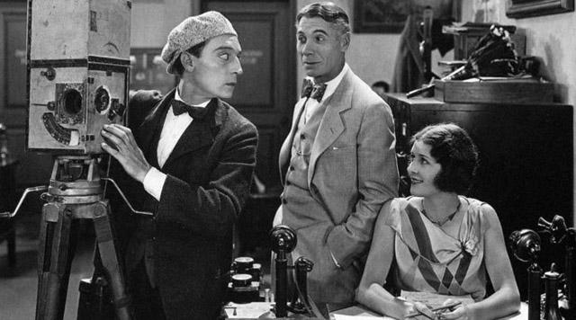 O homem das novidades (The cameraman, dir. Buster Keaton, 1928)