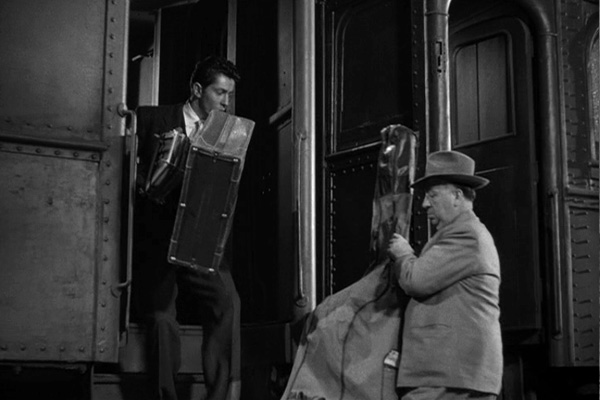 Pacto Sinistro (Strangers On A Train, 1951) 10min08