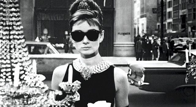 Audrey Hepburn como Holly Golightly em Bonequinha de Luxo (Breakfast at Tiffany's