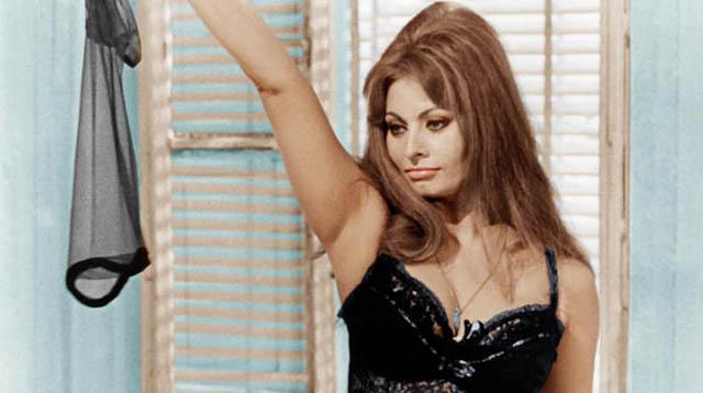 Sophia Loren como Mara em Ontem, Hoje e Amanhã (Ieri, oggi, domani,